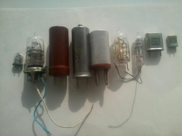Продам кварцевые резонаторы (разные номиналы и корпуса) .
