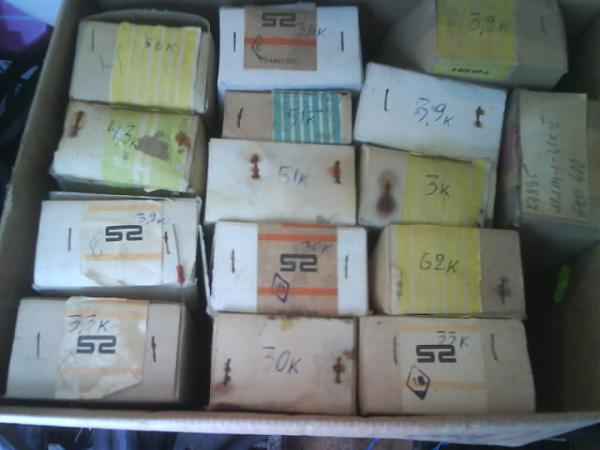 Продам постоянные  -r  1-ватт в  таре  по  120 штук