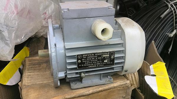 Продам Электродвигатели разные (до 370 Вт),шкивы,редуктор