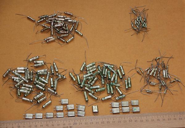 Продам конденсаторы к52-1. кварцы 33,3 и 25 мгц.