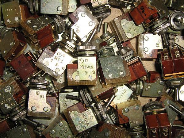 Продам Тумблеры и кнопки КМ1-1, МТ1, МТД3.