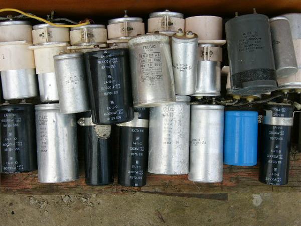 Продам электролитические конденсаторы