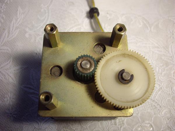 Продам Импульсный  шаговый двигатель Robotron SPA 52/60-5