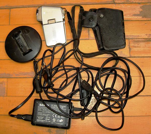 Продам Фотоаппарат +камера Sanyo Xacti VPCC5 5.26