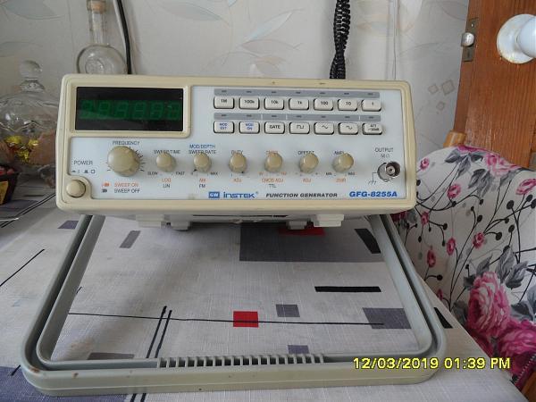 Продам генератор  GFG-8255A