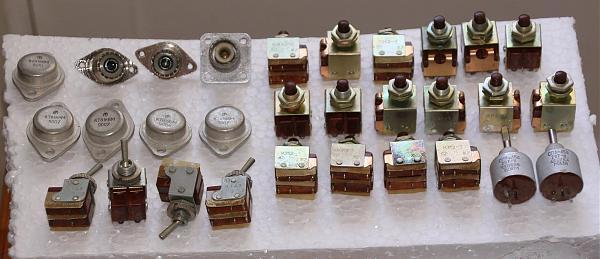 Продам переключатели и кнопки гнезда резиторы.транзисторы