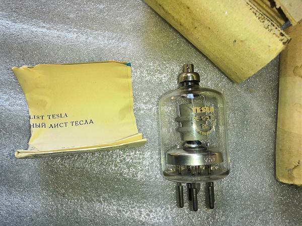 Продам Лампа Tesla RE125C