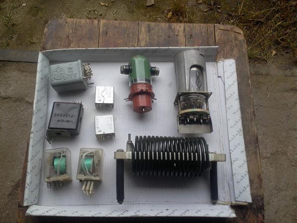 Продам Переключатели, реле,головки приборов и др