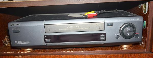 Продам Кассетный видеомагнитофон sony