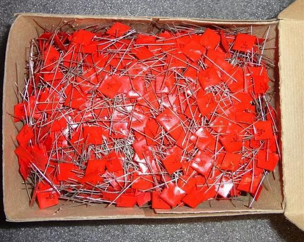 Продам Конденс. К10-7 (красные флажки)