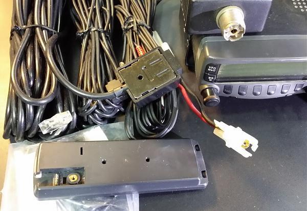 Продам Радиостанция TM-733A 144/430