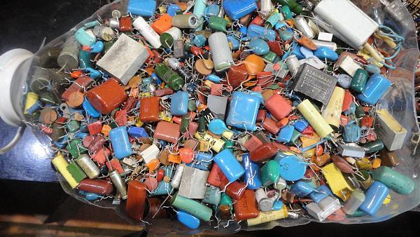 Продам постоянные конденсаторы