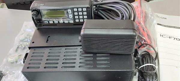 Продам КВ трансивер Icom IC-F7000, 125 Вт