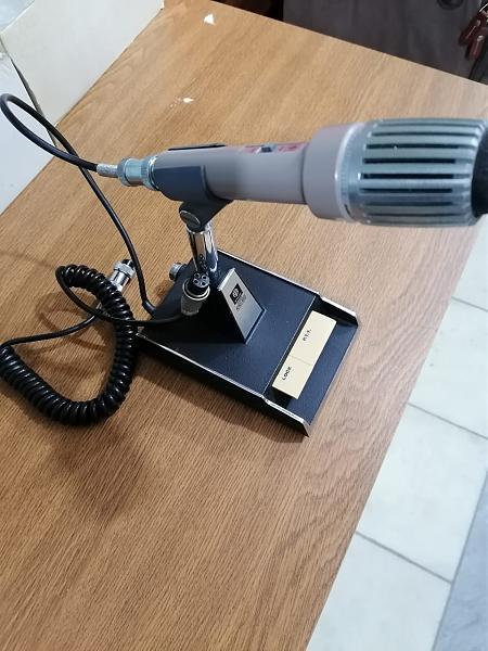 Продам Настольный микрофон TRIO MC-50