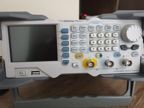 Продам Генератор сигналов Rigol DG1022
