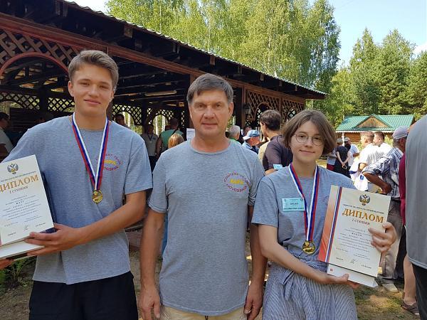 Алексей Полевик RA9P, Анатолий Полевик RC9O, Алина Лихоманова R9OAN.